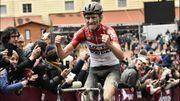 Benoot vainqueur au panache dans la boue des Strade Bianche, van Aert surprenant 3e
