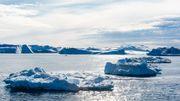 La hausse des températures à la surface du globe touche plus sévèrement la région arctique avec une hausse déjà observée de 2,5°C depuis 1980 (contre 0,7°C de moyenne sur le reste de la planète).