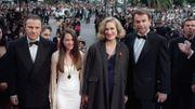 """Jane Campion et les acteurs de """"La Leçon de piano"""", Harvey Keitel, Holly Hunter, et Sam Neill, en 1993 à la montée des marches de Cannes"""