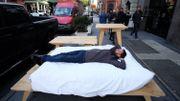 New York : des artistes français campent sur Broadway pour un mois