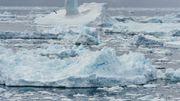 L'Antarctique, dans la région de la péninsule, se réchauffe 5 fois plus que le taux moyen de la planète. Le reste du continent reste extrêmement froid, mais le retrait des glaciers, la fragilité de la banquise, l'amincissement de la calotte glaciaire sont désormais avérés.