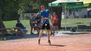 Notre sportif amateur Julien Hottias dans l'une des disciplines du racketlon.