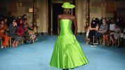 Couleurs vives, franges, transparence : la mode a déjà un pied dans le monde d'après