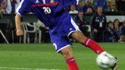 Assist de Pirès, frappe instantanée de Trezeguet. La France remporte l'Euro 2000