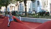 Aire de jeux à Saint-Gilles, des barrières de sécurité ont été placées a posteriori.