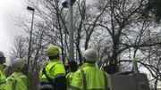 Les opérateurs vérifient la mise en service des caméras ANPR qui vont traquer les voitures en excès de vitesse à l'avenue Jean Ier à la Citadelle de Namur.
