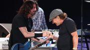 Les Foo Fighters accueillent Brian Johnson sur scène
