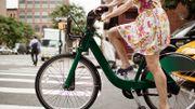 """""""J'suis pas d'la viande sur un vélo"""", une cycliste dénonce en chanson le harcèlement qu'elle subit"""