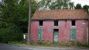 Avant restauration... Perdue dans les méandres de Colfontaine, la petite maison rose de la rue Wilson reste inconnue des riverains