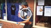 [Zapping 21] Cet homme-orchestre est capable de jongler en faisant de la musique