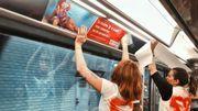 Dans le métro parisien, elles affichent des femmes en bikini de toutes formes et âges