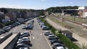 """C'est sur ce parking que la nouvelle gare des bus sera construite. Plusieurs quais seront """"partagés"""" entre le TEC et la SNCB, pour faciliter les correspondances trains-bus."""