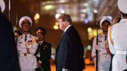 Donald Trump, à son arrivée à l'aéroport de Noi Bai, à Hanoï