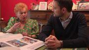 Huguette Huart devant ses dizaines d'albums consacrés à ses rencontres avec la famille royale