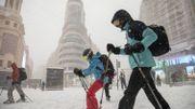 Ski sur Gran Via, à Madrid, le 9 janvier