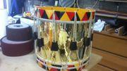Un tambour prêt à rejoindre la fanfare