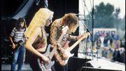 Corgan jamme avec sa vieille guitare