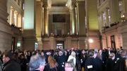 Rassemblement dans la salle des pas perdu du Palais de Justice de Bruxelles