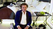 Alex Vizorek en plein stress s'entraîne avant la présentation des Magritte