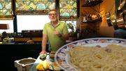 """A table avec """"C'est du Belge"""" : Recette de linguines au citron et à l'ail de Gerald Watelet"""