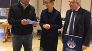 Le tirage au sort pour dresser la liste de réserve des potentiels jurés d'assises a eu lieu ce  mercredi après-midi à la Ville de Namur. Tirage sous la présidence de l'échevine en charge des compétences maiorales Anne Barzin et des échevins Arnaud Gavroy et Baudoin Sohier.