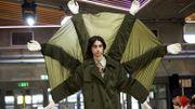 """Fashion Week de Londres: homme """"enceint"""", football et marguerites"""