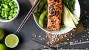 Recette de Candice : Saumon en croûte de poivre blanc et persil, salade de la mer à la menthe
