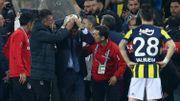 Derby sanglant à Istanbul, l'entraîneur de Besiktas blessé