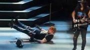 [Zapping 21] Axl Rose fait une mauvaise chute sur scène