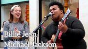 """[Zapping 21] Une étonnante reprise improvisée de """"Billie Jean"""" par deux jeunes musiciens de rue"""