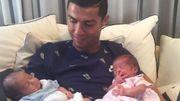 Cristiano Ronaldo présente ses jumeaux après avoir quitté la Coupe des Confédérations