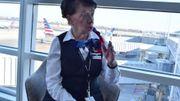 La retraite à 65 ans? Pas pour cette hôtesse de l'air toujours active à... 81 ans