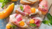 Recette : bruschettas à la mousse de fromage, melon et jambon de Parme