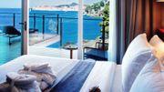 Une terrasse sur le bord de mer