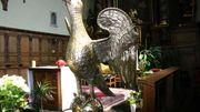 Magnifique chef-d'œuvre de l'industrie dinantaise du XIV° siècle, l'aigle-lutrin d'une rare élégance a été réalisé avec une égale simplicité de moyens. Il a été acheté par Jean Mabiston, prieur entre 1352 et 1389.