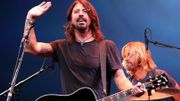 Dave Grohl donne sa chaussure