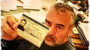 """Le cinéaste Luc Besson dénonce """"la belle arnaque"""" de Marine Le Pen"""
