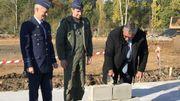 Steven Vandeput, ministre de la Défense, pose la première pierre à Beauvechain