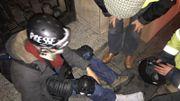 Un journaliste indépendant touché au tibia par une balle de défense.