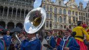 Le fanfare du Meyboom accompagne les géants bruxellois