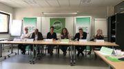 Les jeunes CSC-Luxembourg ont fait signer une charte à cinq partis politiques de la province