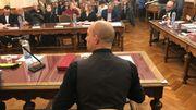 Axel Tixhon, le nouveau bourgmestre de Dinant, a décidé de tourner son bureau face aux citoyens qui assistent au conseil communal.