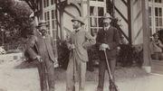 Les trois premiers du tir au pigeon vivant, avec Léon de Lunden au milieu