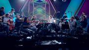 Reprise fidèle avec plein d'instruments du 'Harder, Better, Faster, Stronger' de Daft Punk