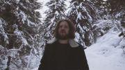 Montagnes enneigées ET vastes plages dans le clip de Wild Shelter