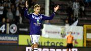 Lukasz Teodorczyk, double buteur à Charleroi, offre le titre à Anderlecht