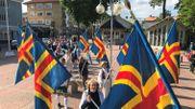Tous les 9 juin, depuis près d'un siècle, une marche est organisées dans les rues de la ville de Mariehamn pour commémorer le jour où a eu lieu la première réunion de l'assemblée législative autonome de Aland. C'était le 9 juin 1922.