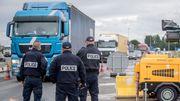 Les policiers sont posés à la frontière.