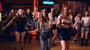 Les soeurs Haim dansent 'en ligne' dans un clip qui met de bonne humeur