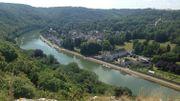 La boucle de la Meuse à Waulsort où sera construit un cheminement en surplombant la Meuse à côté de la route pour permettre de s'y promener à pied et à vélo puisque le futur Ravel passera par ce tronçon construit entre l'écluse et le passage d'eau en bac